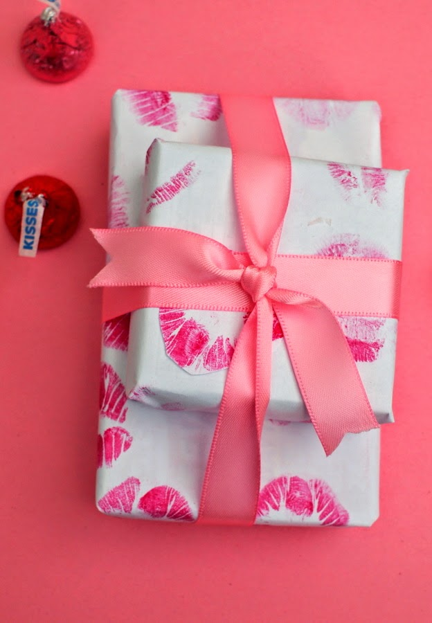 DIY Kiss Wrapping Paper- Valentine's Day Kids Craft