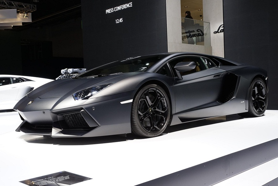 Video Matte Black Lamborghini Aventador Lp700 4 Ferrari ...
