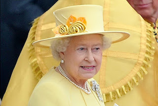 She also dons Queen Mary's lovers knot brooch.