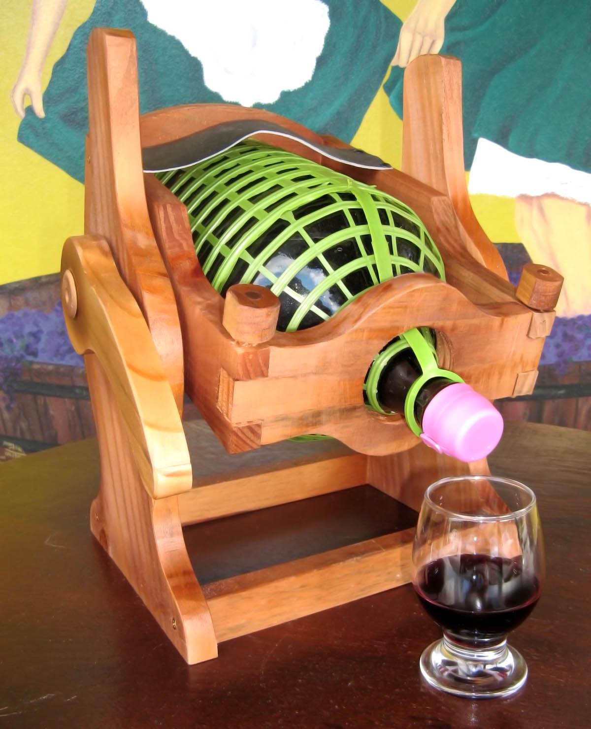 Arte em Madeira: Primeiro Modelo de Suporte para Garrafão de Vinho #B38B18 1200x1480