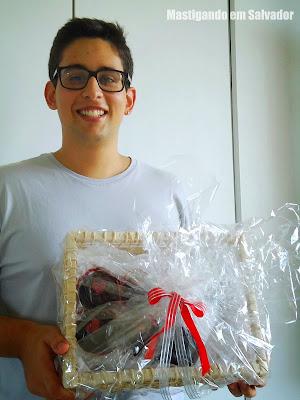 Ítalo Duarte e a Cesta temática da Doceterapia Cupcakes