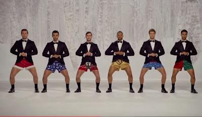 hombres en ropa interior cancion de navidad
