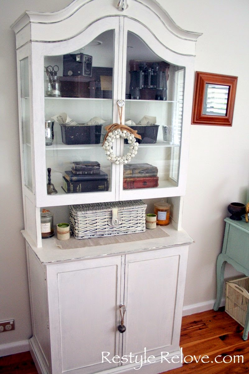 Beautiful China Cabinet With Chicken Wire Crest - Electrical Diagram ...