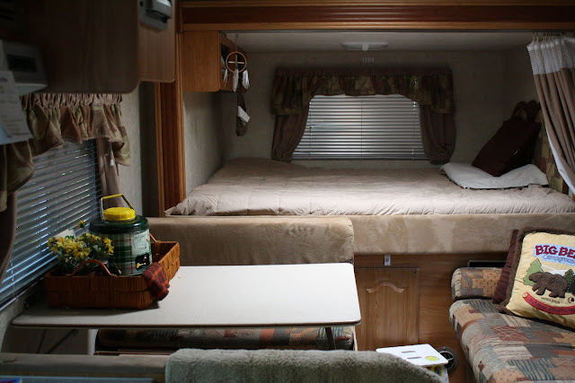 trailer decor, decorating a trailer, vintage trailer