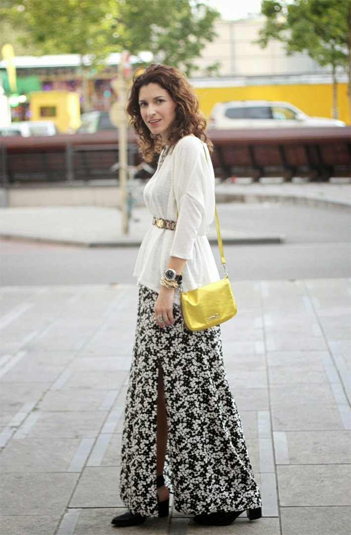 http://www.inlovewith-fashion.com/2014/06/long-flower-skirt.html