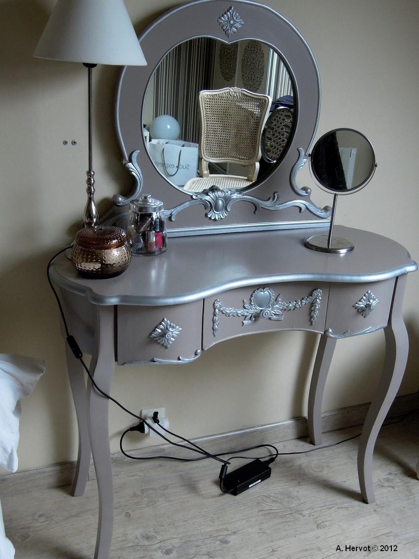 Ambiances bois patines coiffeuse relook e taupe et argent for Coiffeuse avec miroir ancienne