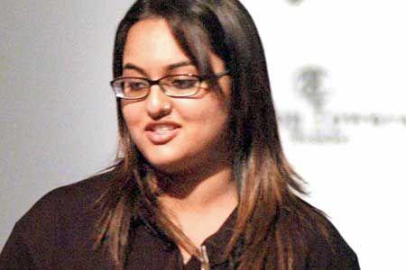 Sonakshi Sinha Fat Pics