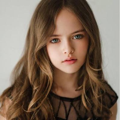 ブランド服話題:ロシアの9歳の女の子 「世界一の美少女」と賞賛され