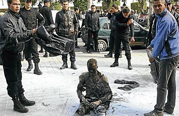 Penganggur Bakar Diri di Tunisia