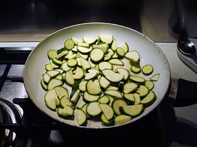 Procedimento Pasta con salmone e zucchine - Passaggio 3