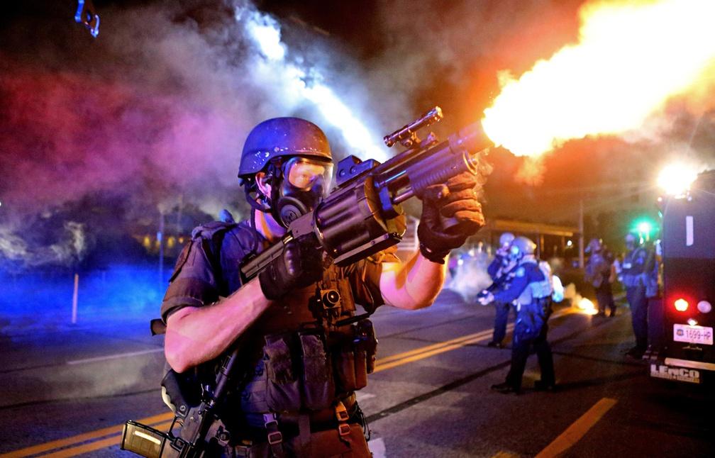 Pourquoi les Swat américains sont aussi militarisés ?