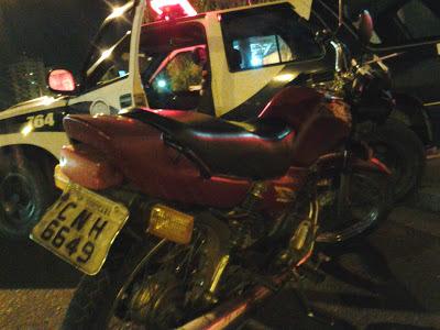 ROMU SOROCABA recolhe moto que estava tirando racha em frente a Escola
