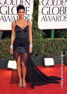 Halle Berry accent her sexy Nina Ricci dress