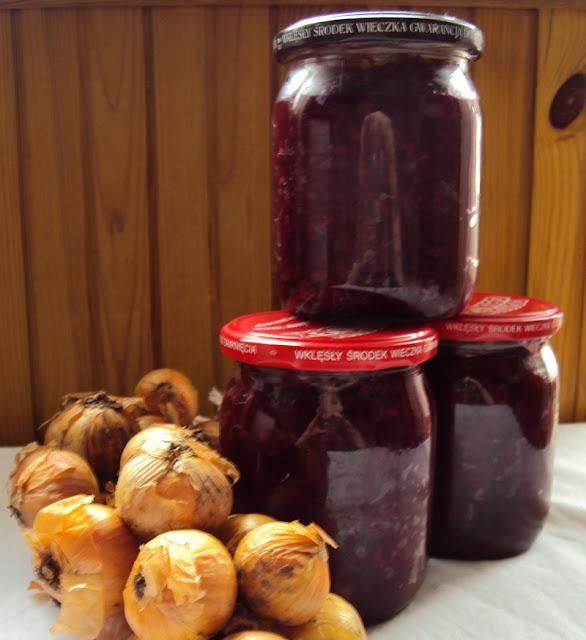 Sałatka z buraczków z papryką i cebulą do słoików