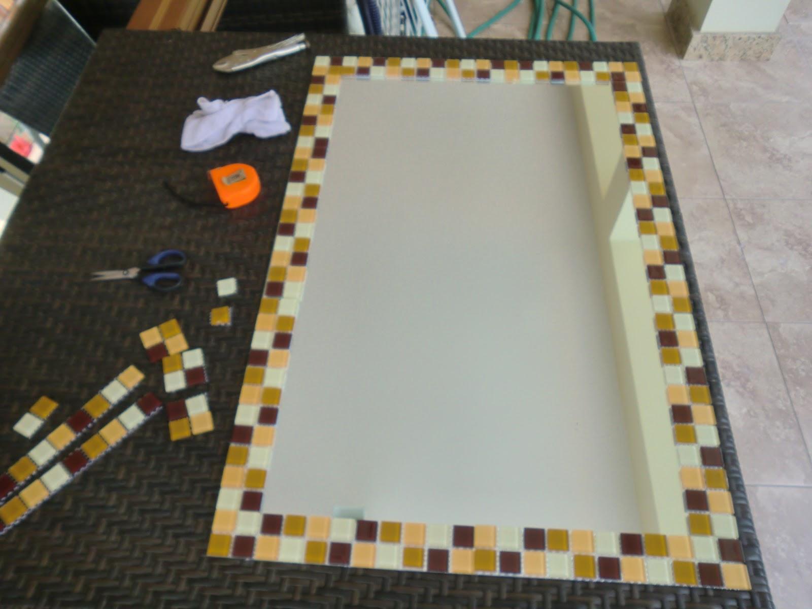 passo do Espelho Decorado com Pastilha de Vidro Casa e Reforma #A16B2A 1600x1200 Banheiro Com Pastilhas De Vidro Na Vertical