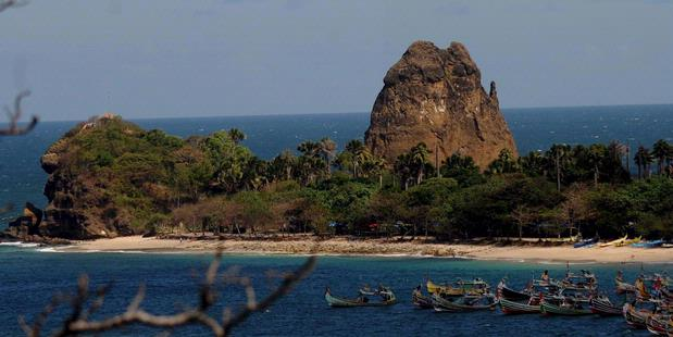Keindahan pantai Tanjung Papuma di Kabupaten Jember, Jawa Timur