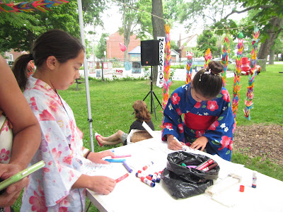 Hiroshima Day Kingston Peace Lantern Ceremony girls in kimonos making paper lanterns