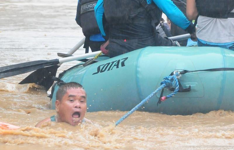 Al menos 126 muertos por tormenta tropical Tembin — Filipinas