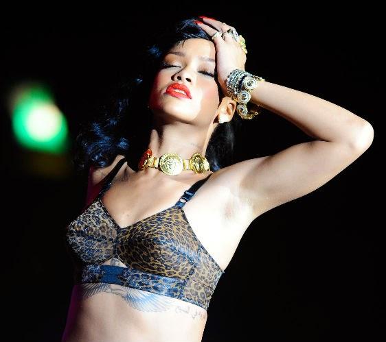 Rihanna e seus looks inspirados em lingerie