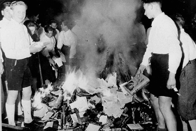 book burning nazi