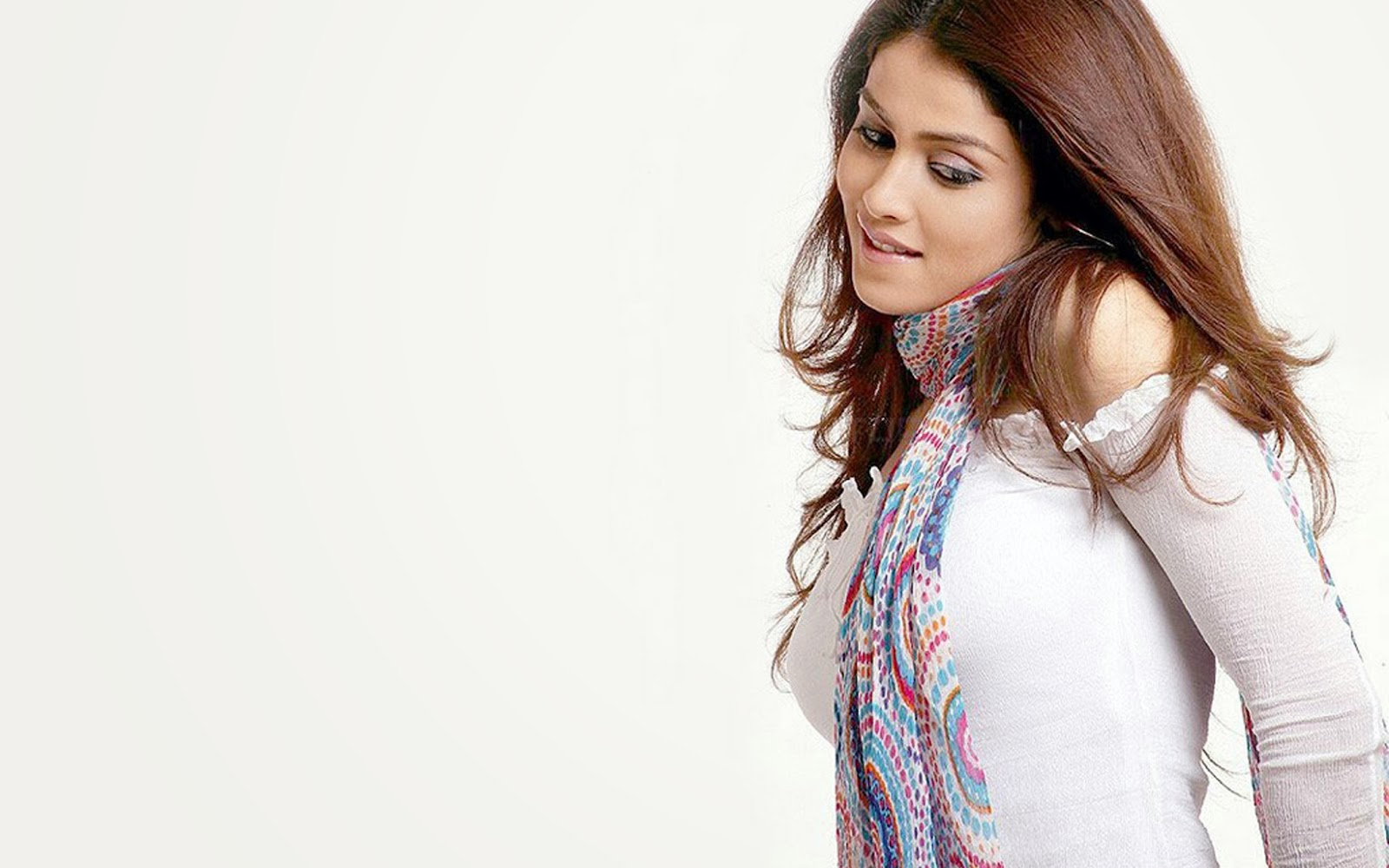 GENELIA D'SOUZA_WALLSTOWN_IN_BOLLYWOOD ACTRESS