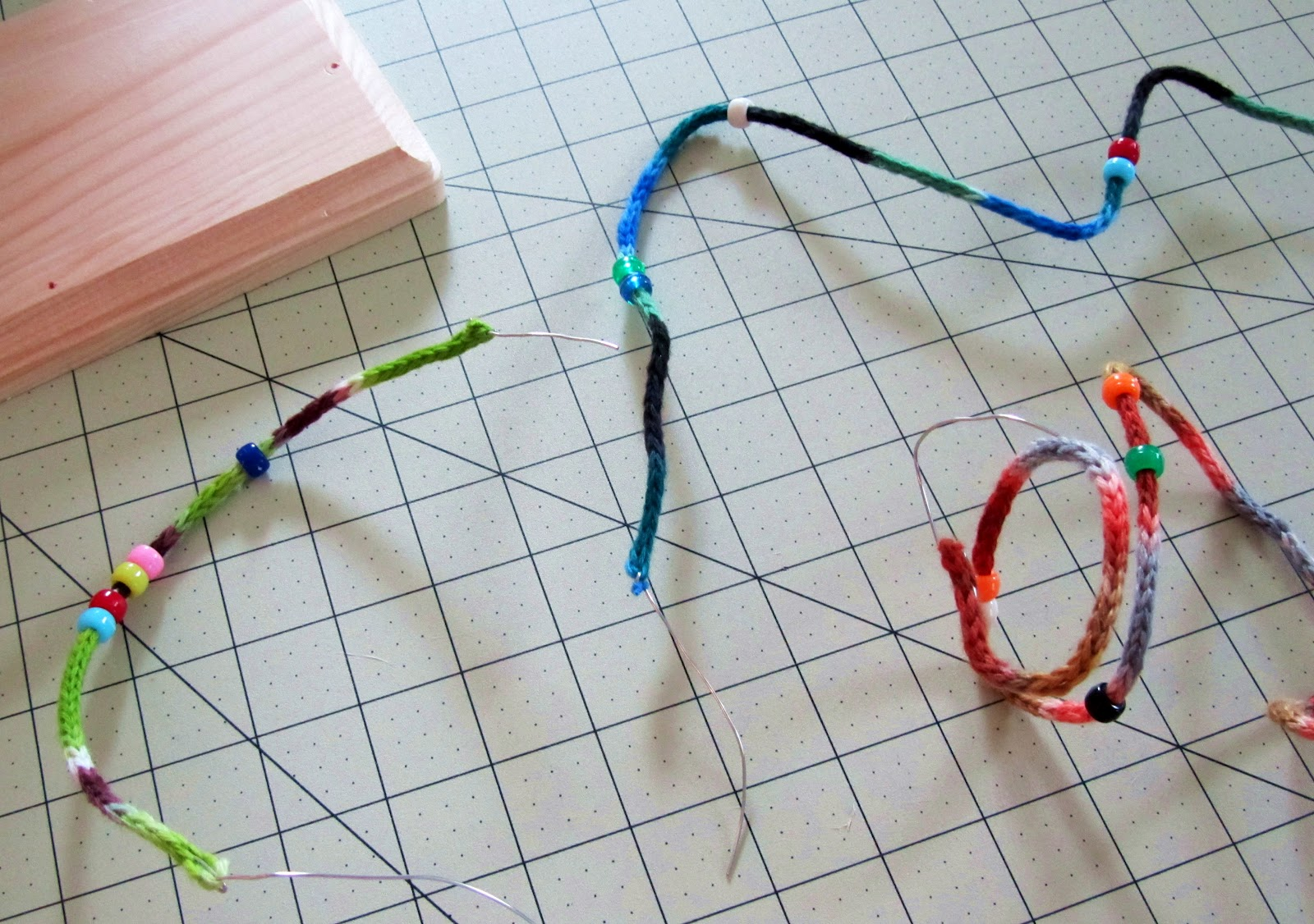 Knitting With Wire Tutorial : Spool wire knitted bracelet tutorial beaducation