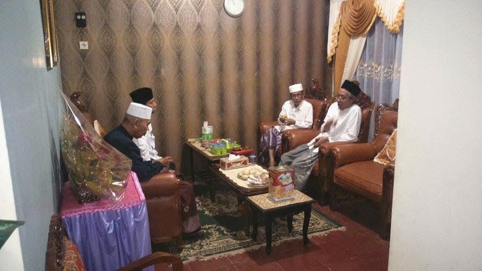 KH. Imam Shofwan, KH. Ubaidillah Shodaqoh (Semarang), KH. Aniq Muhammadun, Dr. KH. A. Khoeron