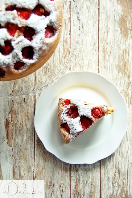 ciasto z truskawkami, przepis na ciasto z truskawkami, ciasto z truskawkami przepis, ciasto sezonowe, ciasto z owocami, przepis na ciasto z owocami, ciasto z owocami przepis, truskwki, z truskawkami