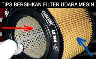 bersihkan saringan filter udara mesin mobil