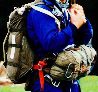 Je m'extirpe non sans difficulté de mon sac à dos