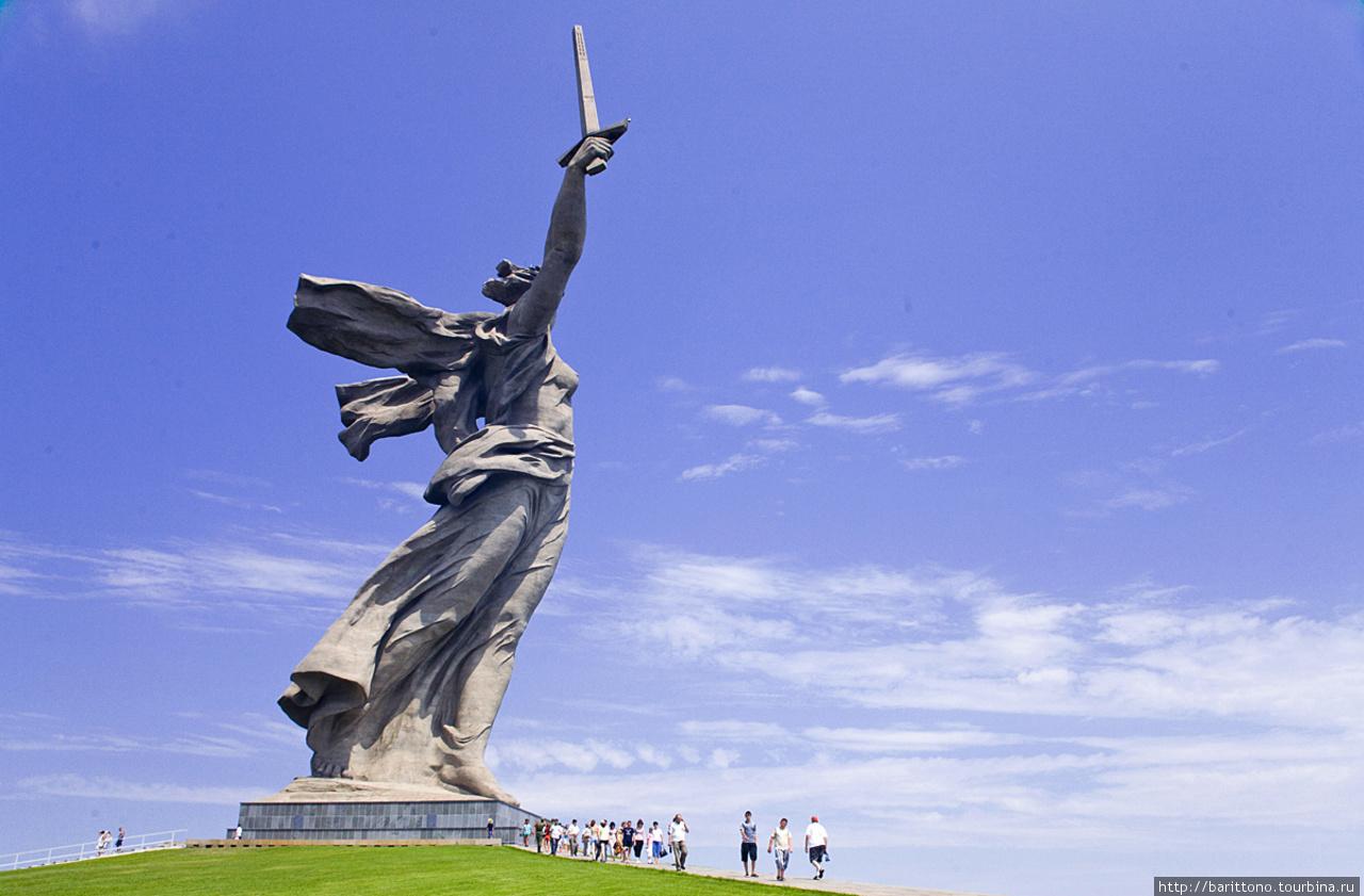 Monumento ¡La Madre Patria Llama! Extra.photo