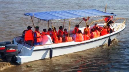 """PASEOS FAMILIARES  POR EL RIO GUAYAS EN EL BOTE """"AVENTURAS ECUADOR"""""""