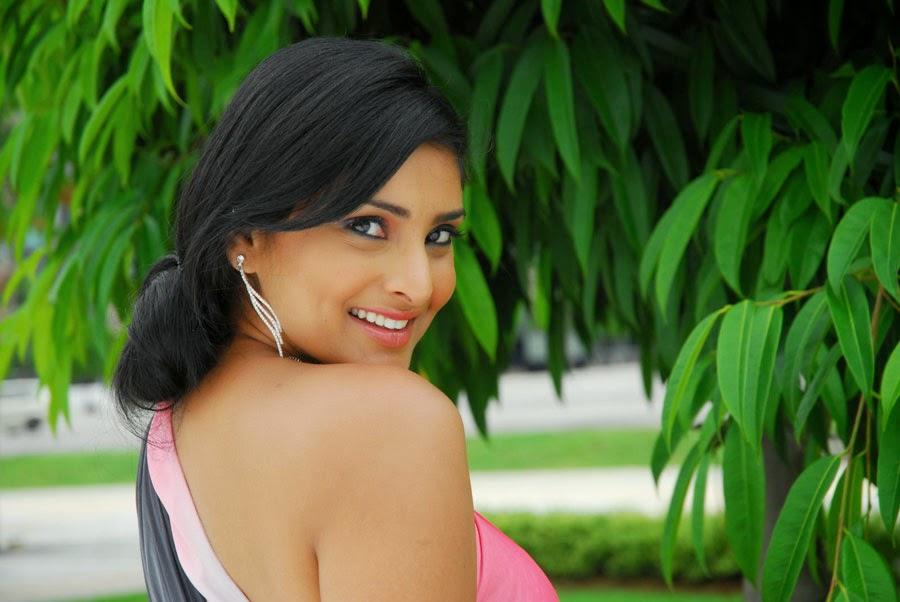 Ramya Divya Spandana Latest Hot Picture Gallery