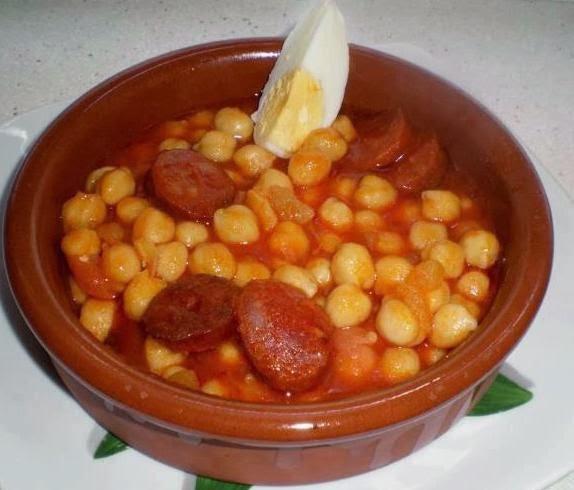Garbanzos con tomate y chorizo