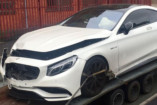 Carro que Sterling emprestou a amigo é encontrado batido nas ruas de Londres (Foto: Reprodução/Twitter)