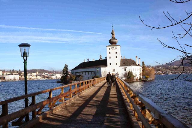 Das Seeschloss Ort in Gmunden am Traunsee im Salzkammergut © Copyright Monika Fuchs, TravelWorldOnline