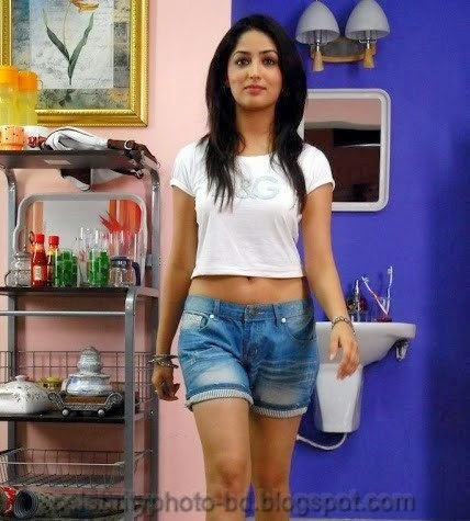 Yami+Gautam+Latest+Hot+Navel+Show+Still+Pictures+And+Photos002
