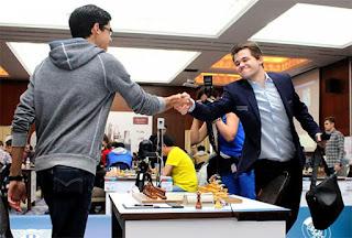Ronde 7 : Magnus Carlsen (2834) 1/2 Anish Giri (2784) - Photo © Katerina Savina