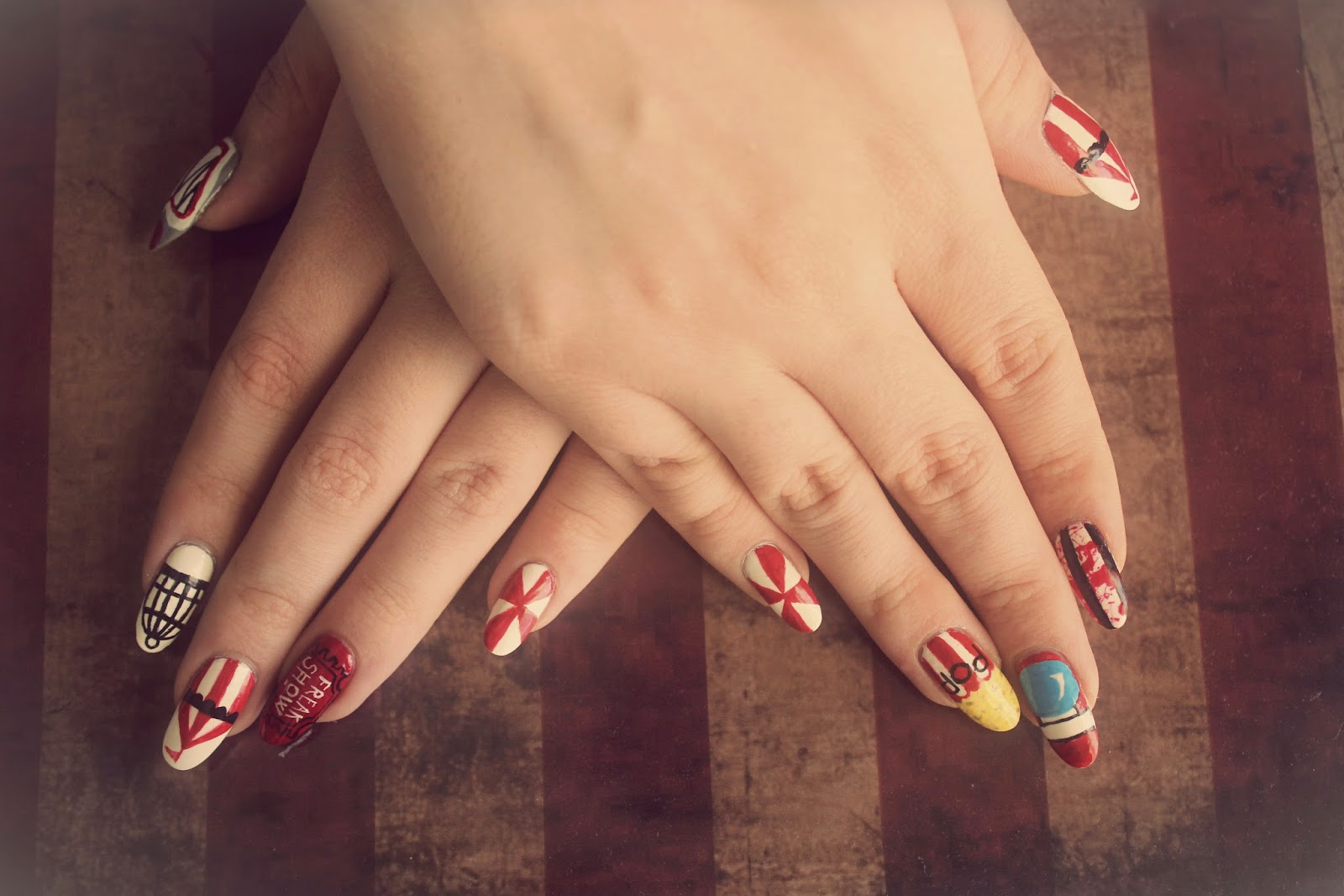 bearyprincess: American Horror Story Freak Show Inspired Nails