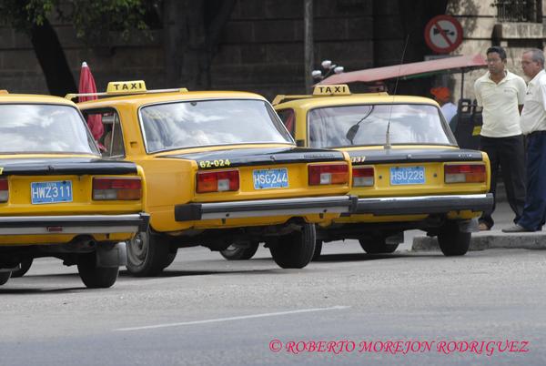 Carros marca Lada que hacen servicio de taxi en La Habana