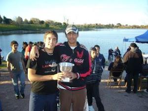 """remeros ccr 2011 ANDRES  y  """" EL NEGRO""""  PORTANDO LA COPA !!!"""