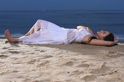 Sana Khan latest hot pics
