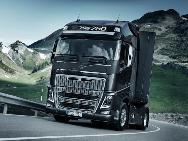 fotos+de+camiones+volvo+fh+y+fh16+globetrotter+2013+%25283%2529
