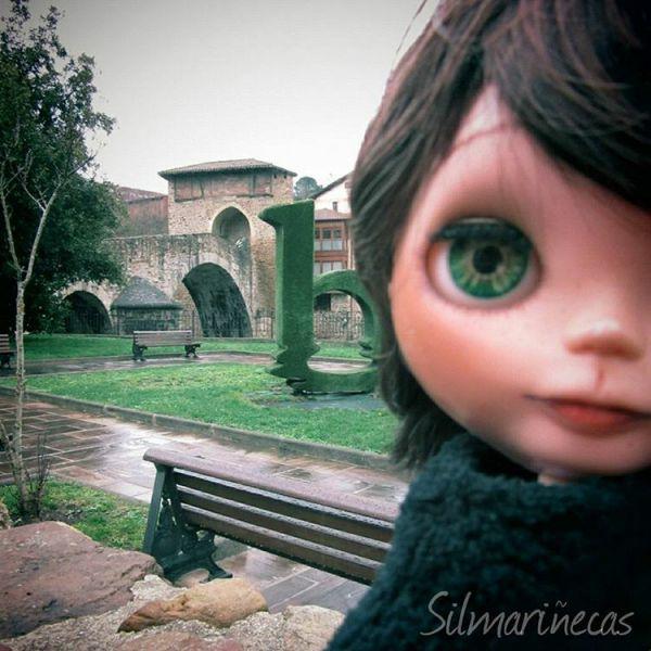 Caty en el puente de la Muza en Balmaseda