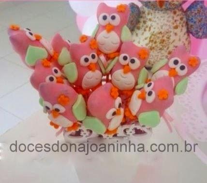 Cake pops no formato de Corujinha nas cores verde água e rosa