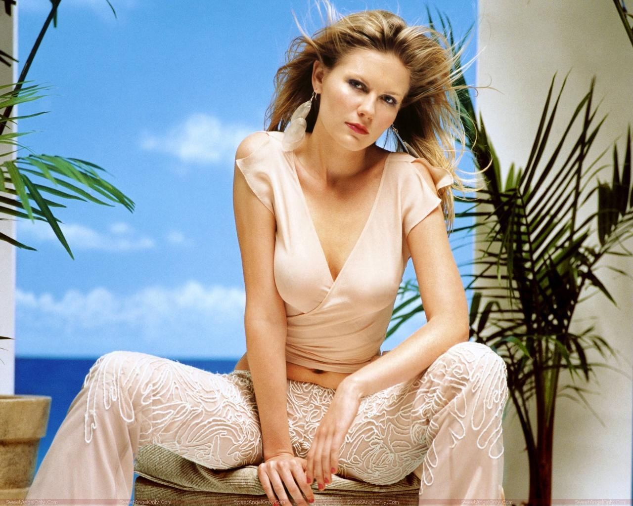 http://2.bp.blogspot.com/-d7EJ3ZAgt34/TYjCRb6WpGI/AAAAAAAAFE8/OxkdKm7ns_U/s1600/kirsten_dunst_hot_photo_wallpaper_08.jpg