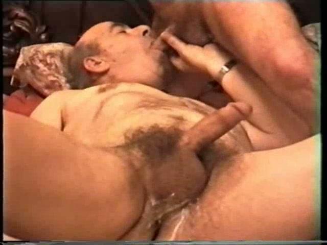 Dağ evinde sikiş yapan gaylar pornosu pornoları  pvi0com
