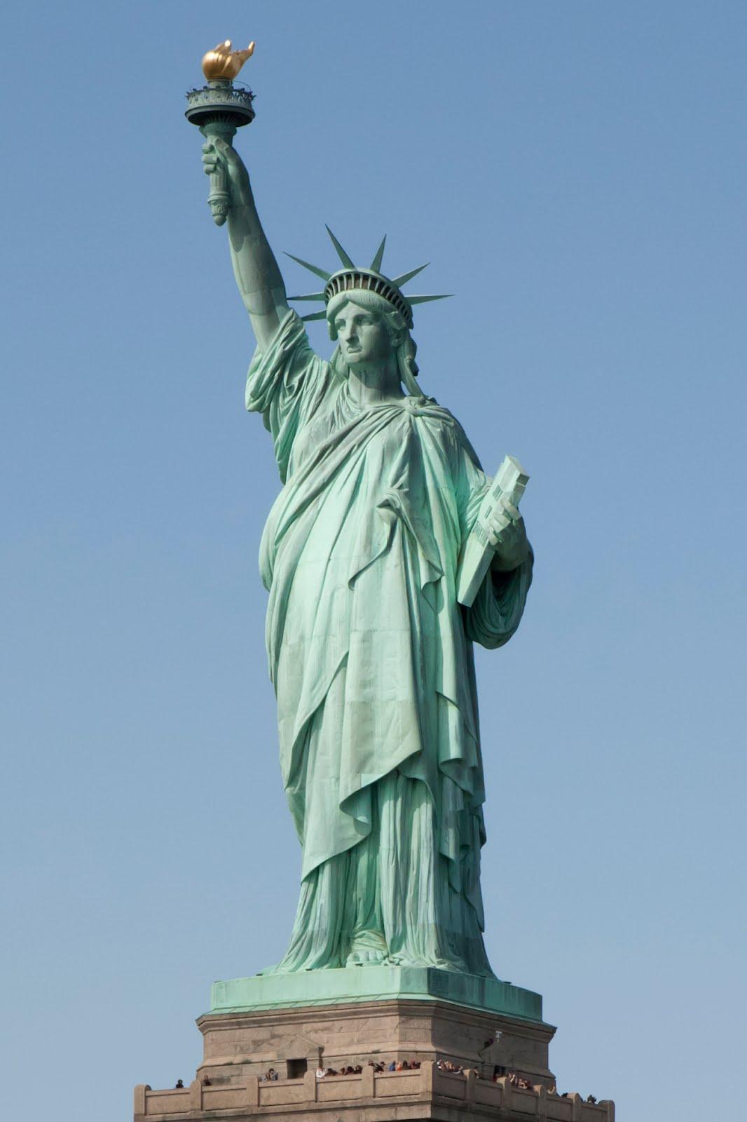 Hoy turismo 09 16 09 23 for Interior estatua de la libertad