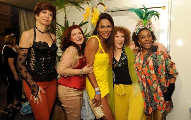 As Frenéticas e Ava, Miss Brasil Gay 2009 (Foto: Dario Zalis / Divulgação)
