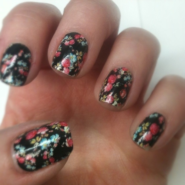 Ms. Lazybones & The Morning Man: floral nail stickerz